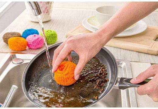 Удаление следов жира со сковороды