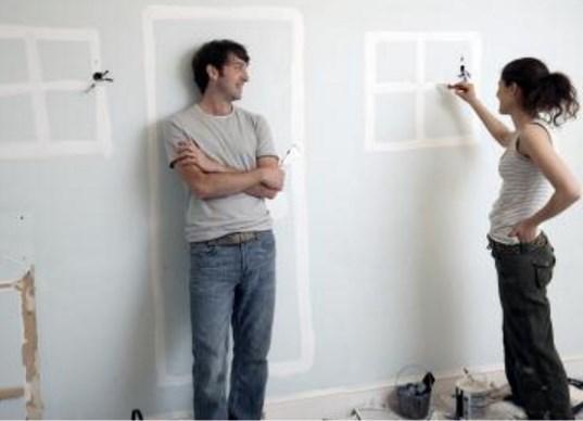 Как красить обои: секреты идеального ремонта