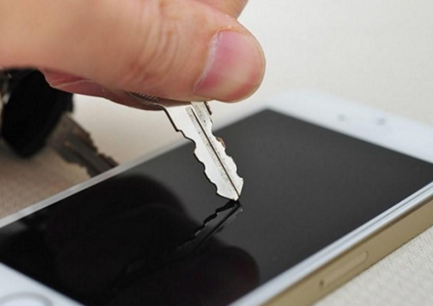 Как убрать царапины с экрана гаджета