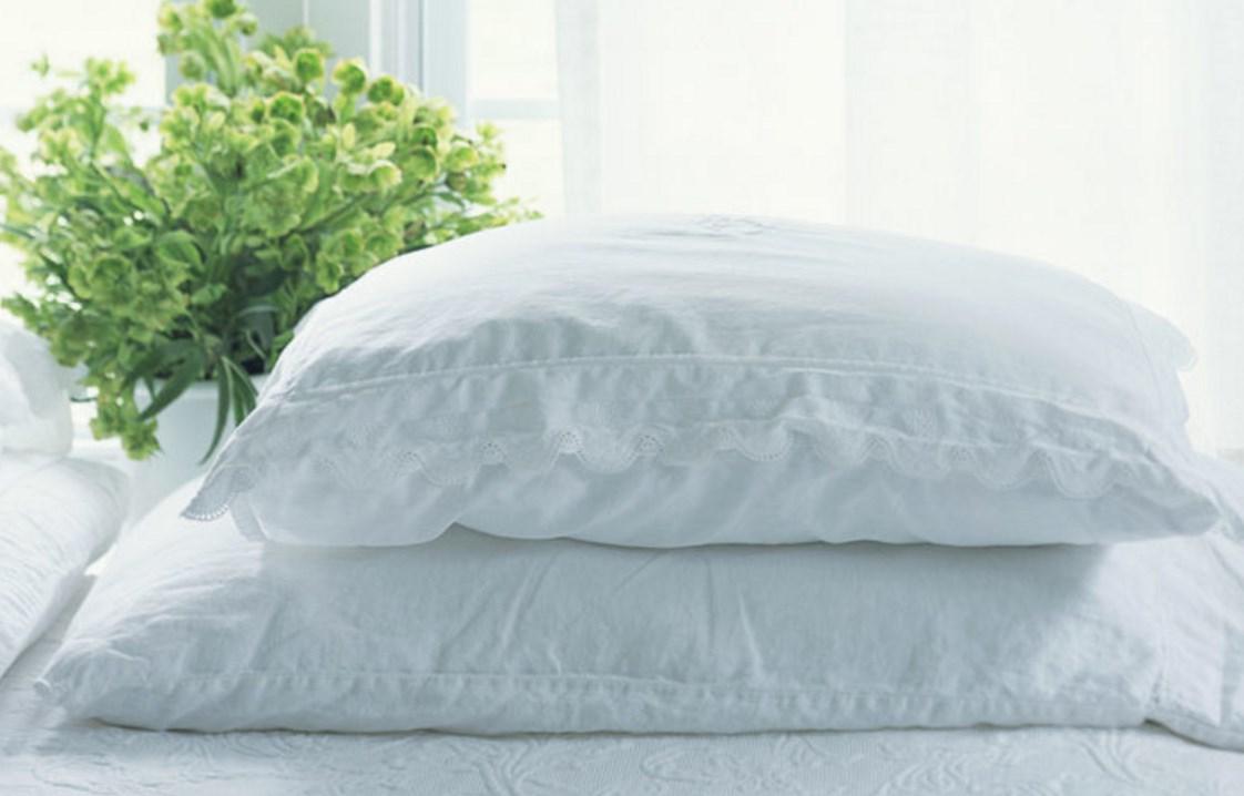 Как постирать подушку: только проверенные методы